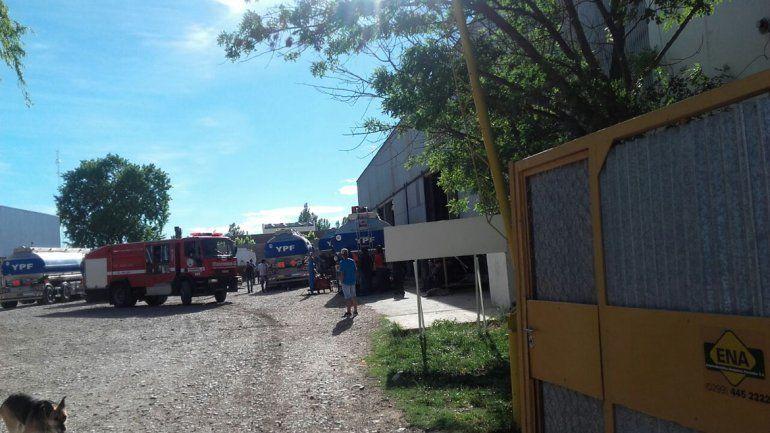 Explotó el tanque de un camión de YPF en Neuquén: hay un obrero grave