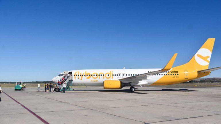 Pasajeros quedaron varados por una falla de un avión de Flybondi