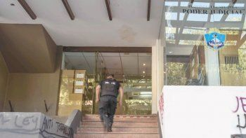La acusación al violento la realizaron en la sede judicial de calle Yrigoyen.