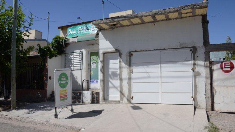 La despensa está ubicada en calle Lago Carilafquen al 3000. El joven les robó a pesar de que le fiaron el envase.