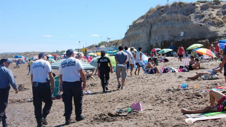 Policías e inspectores comenzaron a fiscalizar a los vendedores.