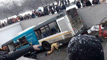 Un colectivo entró a una estación de subte y mató 5 personas