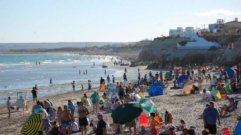Cientos de turistas llegaron al balneario a pasar fin de año.