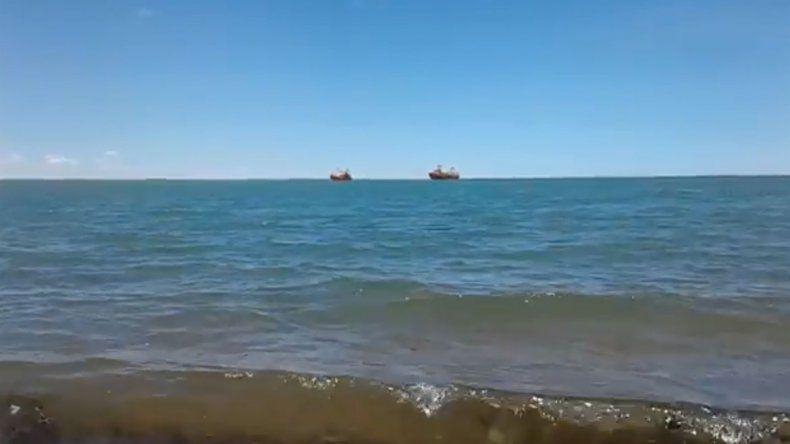 Un barco pesquero remolcó a otro hasta el muelle de San Antonio Oeste