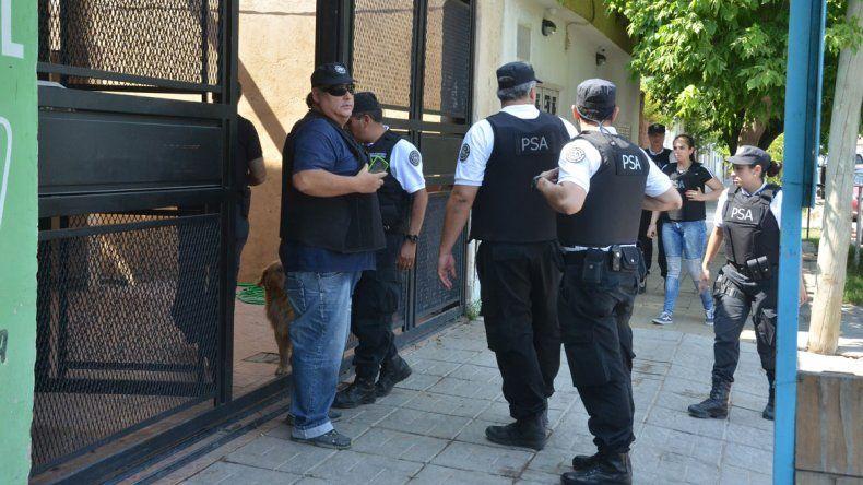 Gendarmería y la PSA realizaron los allanamientos en el barrio Moreno.
