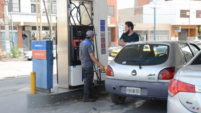Por un nuevo impuesto, la nafta y el gasoil aumentarán $0,46 por litro