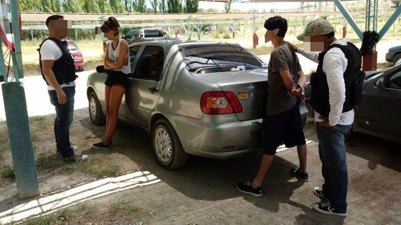 El momento justo en que la Policía da con Julieta y su novio.