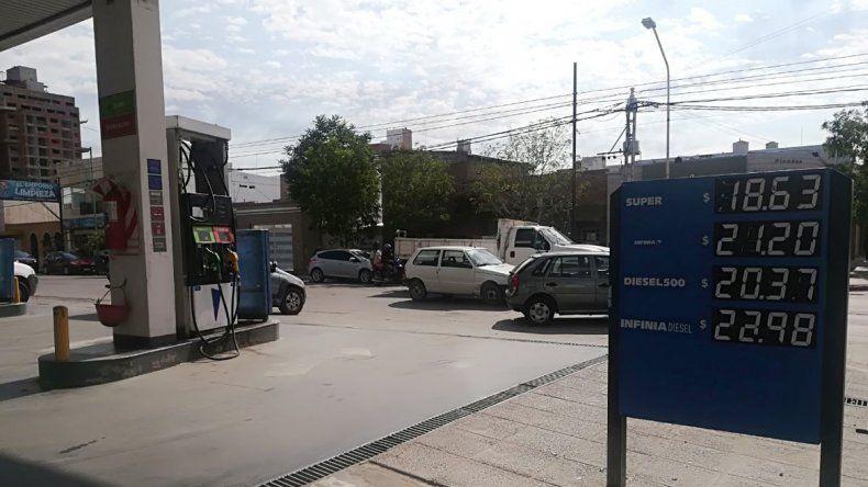 Sin previo aviso, YPF subió los combustibles cerca del 5%
