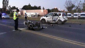 Un motociclista en estado reservado tras violento choque sobre la Ruta 22