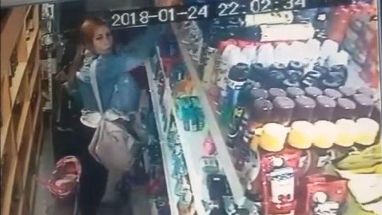 Escracharon a una mujer que robaba en un local comercial de Rincón