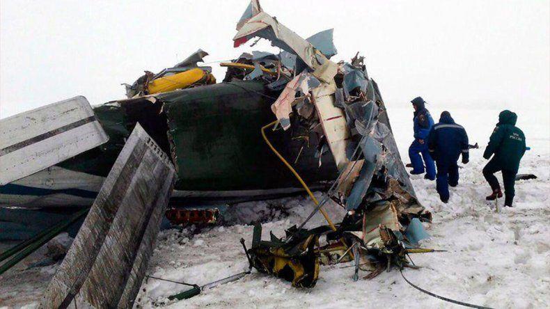 Un avión con 71 pasajeros a bordo se estrelló en Moscú