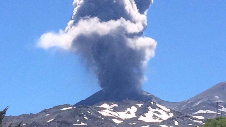 Piden a crianceros neuquinos autoevacuarse por un volcán chileno