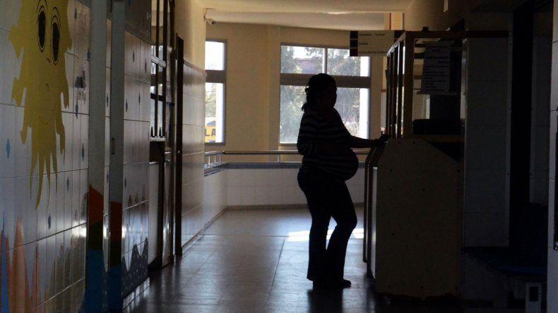Alarma por la cantidad de embarazos adolescentes en Neuquén