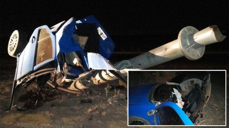 Dos heridos en un terrible accidente en Neuquén: el auto se partió en dos