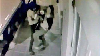 violento asalto en la calle quedo grabado en neuquen