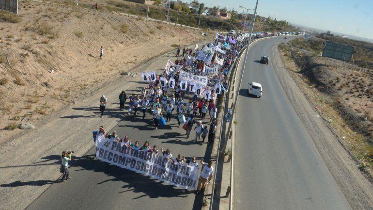 Demoras en las rutas 7 y 22 por la marcha de los docentes