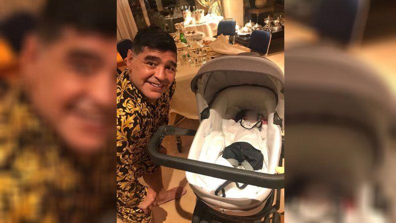 Maradona viajó a Italia para conocer a Dieguito Matías, su segundo nieto