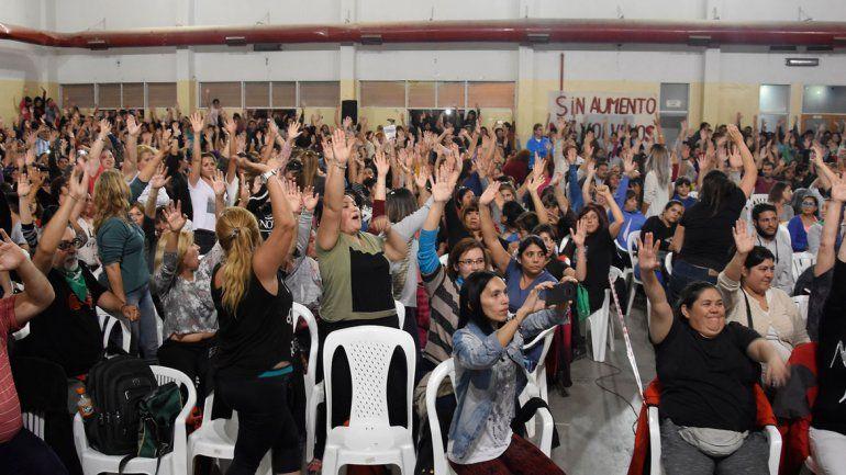 Docentes duros ganaron y hay cinco días más de paro en Neuquén