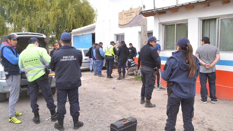 Entre gaseosas y cervezas llevaban 10 kilos de droga camuflada en la camioneta
