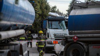 hubo dos heridos por la explosion de un camion cisterna en neuquen