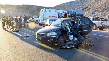 Tercer puente: un motociclista herido tras chocar contra un auto