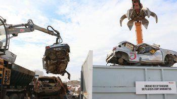 transito municipal mando 308 vehiculos cipolenos a la compactadora en neuquen