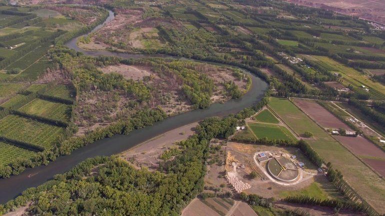Al río Neuquén también lo dañan desde Río Negro