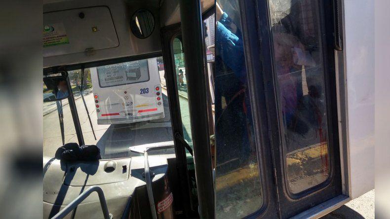 Viaje peligroso: una mujer se cayó y se cortó la cabeza en un Pehuenche por una brusca maniobra del chofer