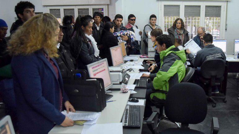 Se radican 3 venezolanos por día en la provincia de Neuquén