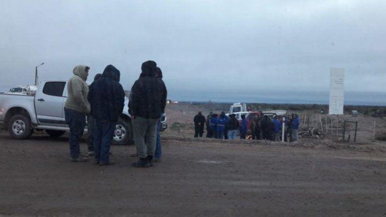 Denuncian el despido de 300 petroleros en Catriel