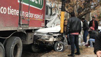 un camion se quedo sin frenos y causo un desastre