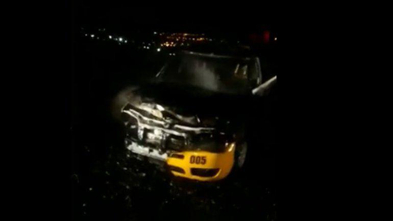Alarma y misterio por un taxi incendiado en Neuquén