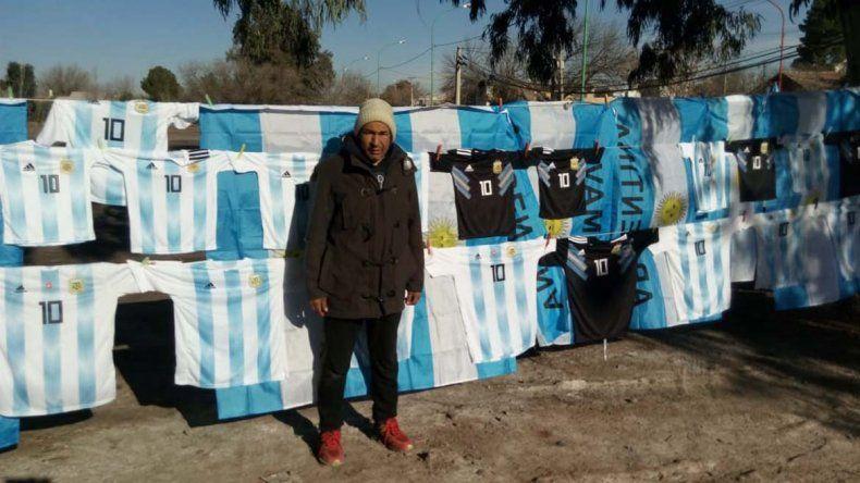 Se disparó la venta ambulante a horas del debut argentino
