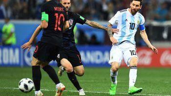 decepcion: argentina cayo por goleada y complico su clasificacion