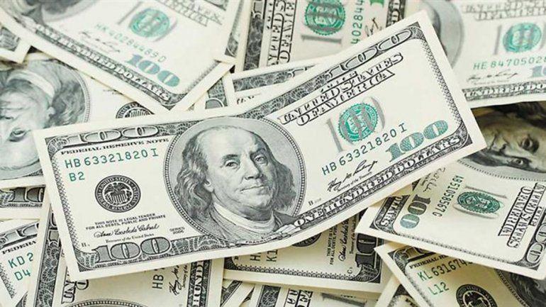 El dólar está estable en el debut de las bandas cambiarias
