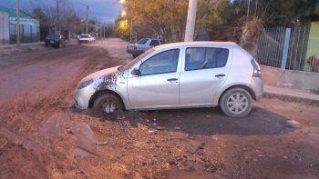 por los desbordes cloacales, los autos se quedan enterrados