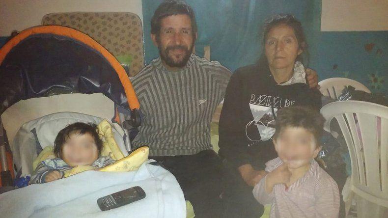 Una promesa de trabajo frustrada hizo que durmiera con su familia en el Hospital