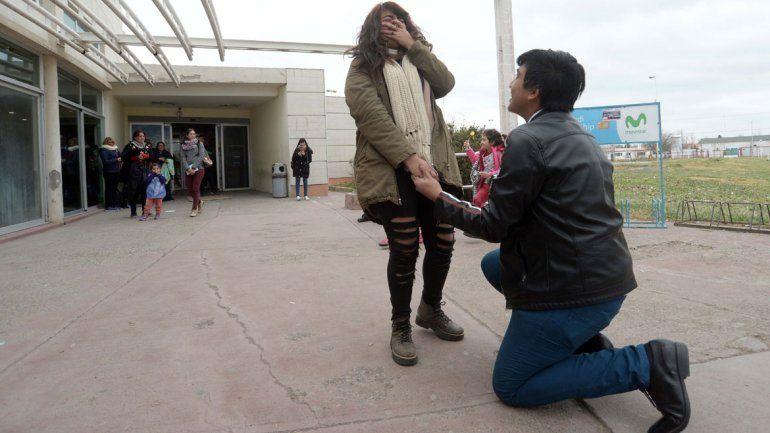 Un loco pedido por amor que sorprendió a todos en la Terminal
