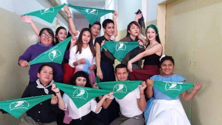 Bailaron con sus pañuelos verdes en el acto por el Día de la Independencia