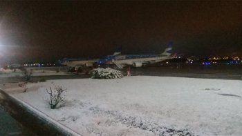 demoras en los vuelos en neuquen por el temporal de lluvia y nieve