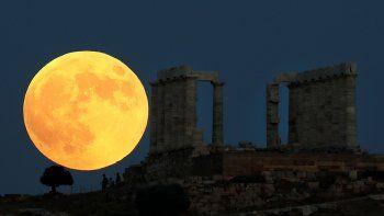 Parece una pintura pero no lo es. Así se apreció el espectáculo desde Grecia.