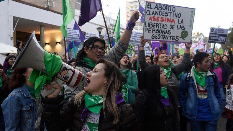 Habrá vigilias y marchas por el aborto legal en toda la región