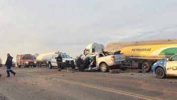 perdio el control y choco con dos camiones: hay tres heridos