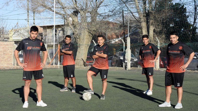Cinco hermanos futbolistas y todos juegan en el mismo equipo: el Porve