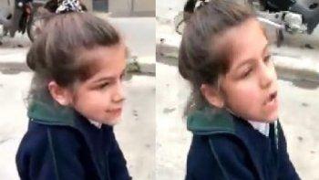 Una nena le suplicó a una mamá impuntual
