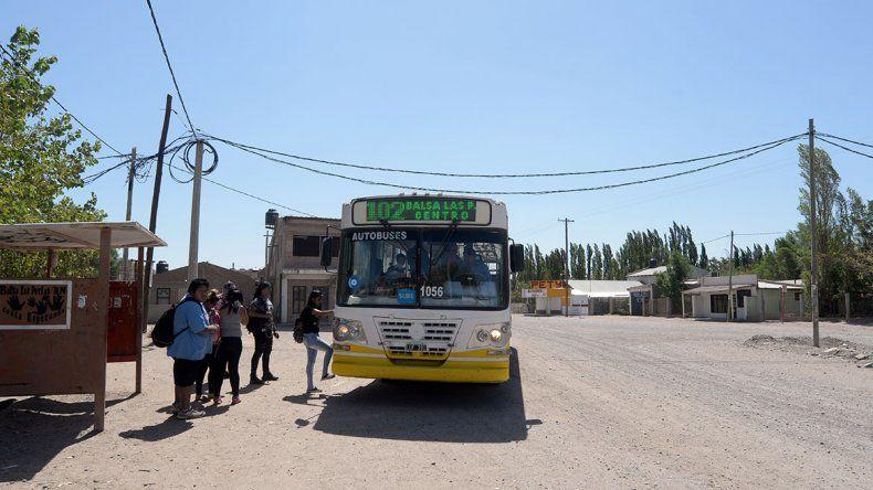 Transportan cada vez más gente desde Balsa Las Perlas
