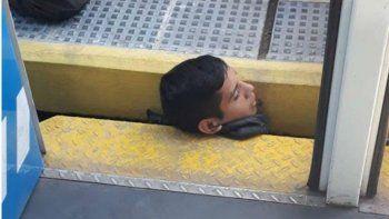 Dramático rescate: un joven quedó atrapado entre el andén y el tren