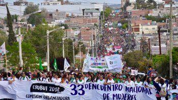 mujeres de todo el pais fueron parte de masiva marcha en trelew