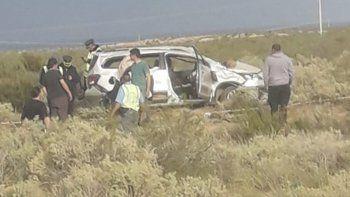 volcaron con su auto cuando viajaban rumbo a cipolletti: un muerto y dos heridos