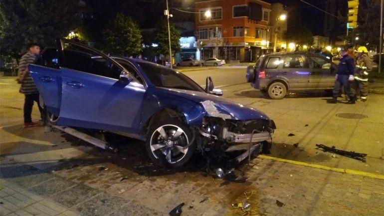 Escapaba de la Policía y terminó chocando a un cipoleño en pleno centro de Neuquén